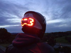 تکنولوژی چراغ خطر بر روی کلاه ایمنی موتورسواران